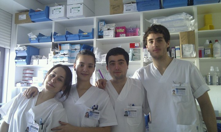 Photo with colleagues in the first practice we did in Hospital Conxo. Year 2012